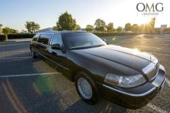 deluxe-black-limousine-1